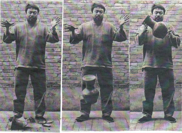 Tirando al suelo una urna de la dinastía Han. Autor: Ai Weiwei