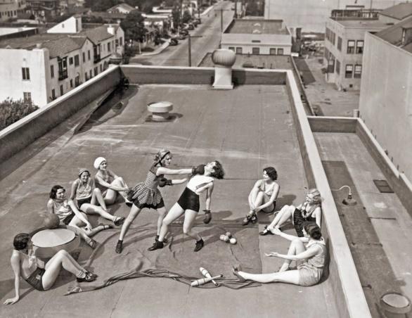 ¿Boxeadoras en un tejado?