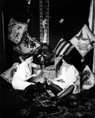 Chicas jugando a las cartas. Storyville. Bellocq ca.1907