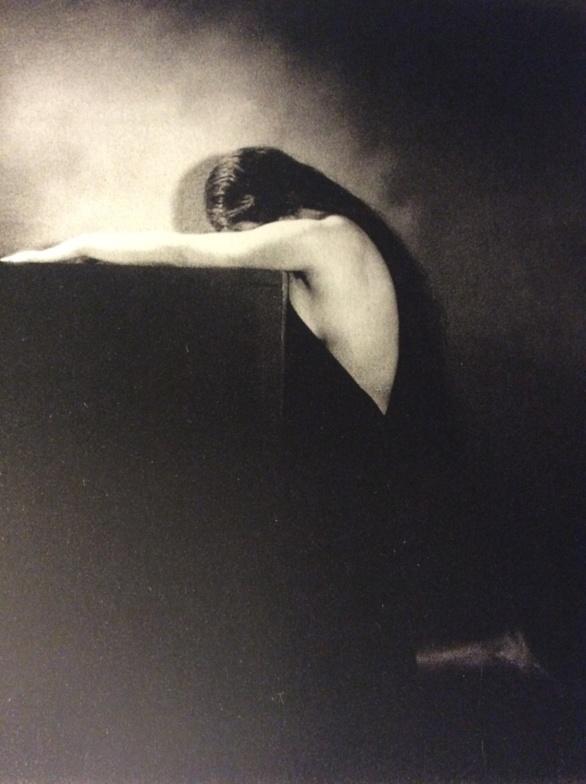 Las lluvias del oeste llegarán. Fragmento de una fotografía de André Garban c. 1930. Impresión en gelatina de bromuro de plata