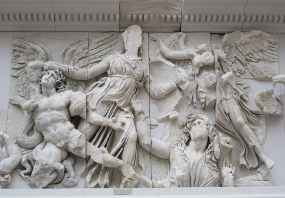 Altar de Zeus de Pérgamo. Fragmento de la Gigantomaquia. Sigo II a. C.