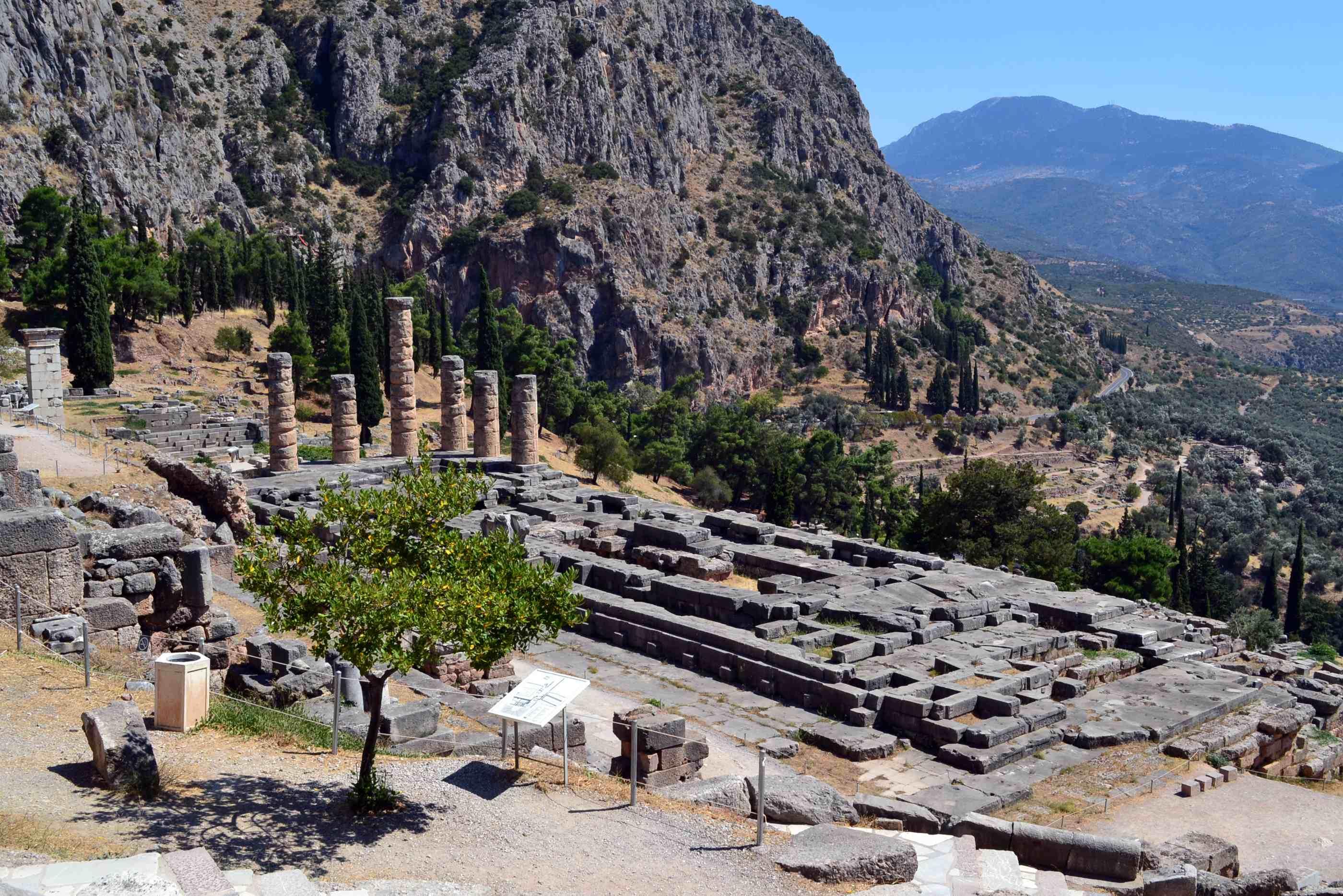 Ruinas del Templo de Apolo en Delfos
