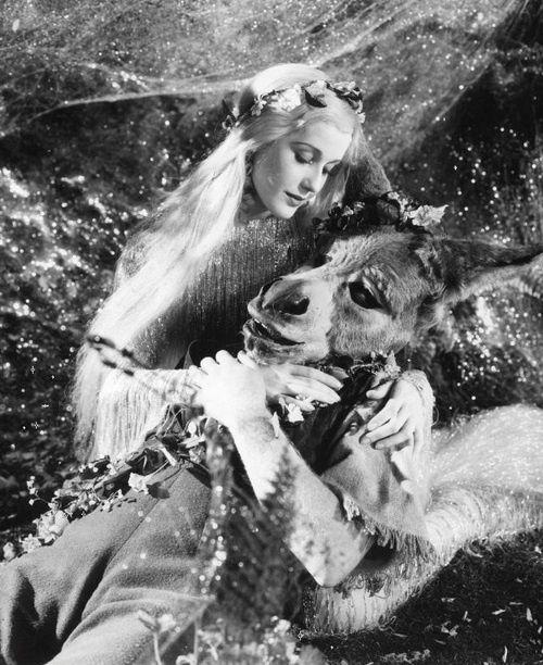Fotograma de Sueño de una noche de verano dirigida por Max Reinhardt y William Dieterle. 1935